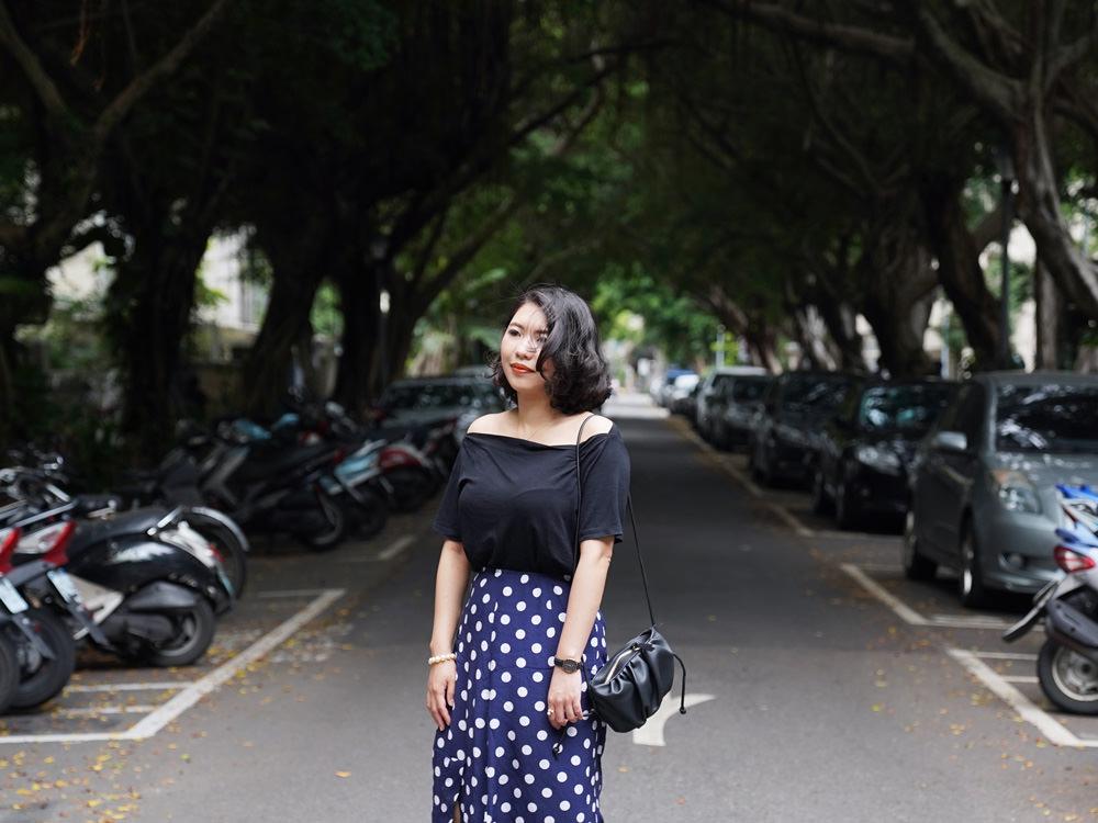 【Outfit】平價穿搭:台灣品牌Chill露肩上衣+淘寶點點裙+Sam edelman Bay Slide