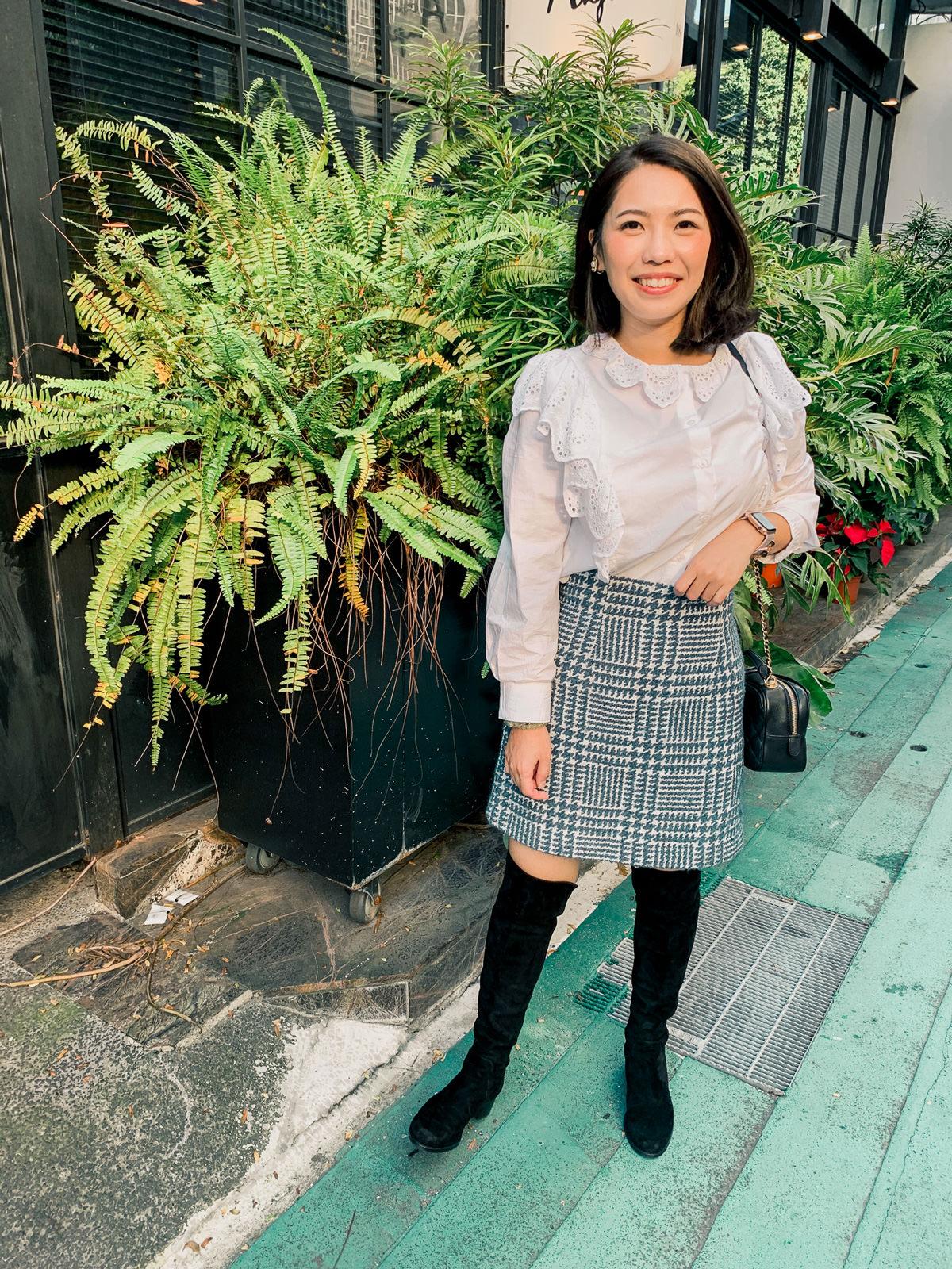 【Outfit】Mango Ruffled cotton blouse 蕾絲拼接襯衫 & Stuart Weitzman Reserve 過膝靴 哈比人的真實心得分享😛