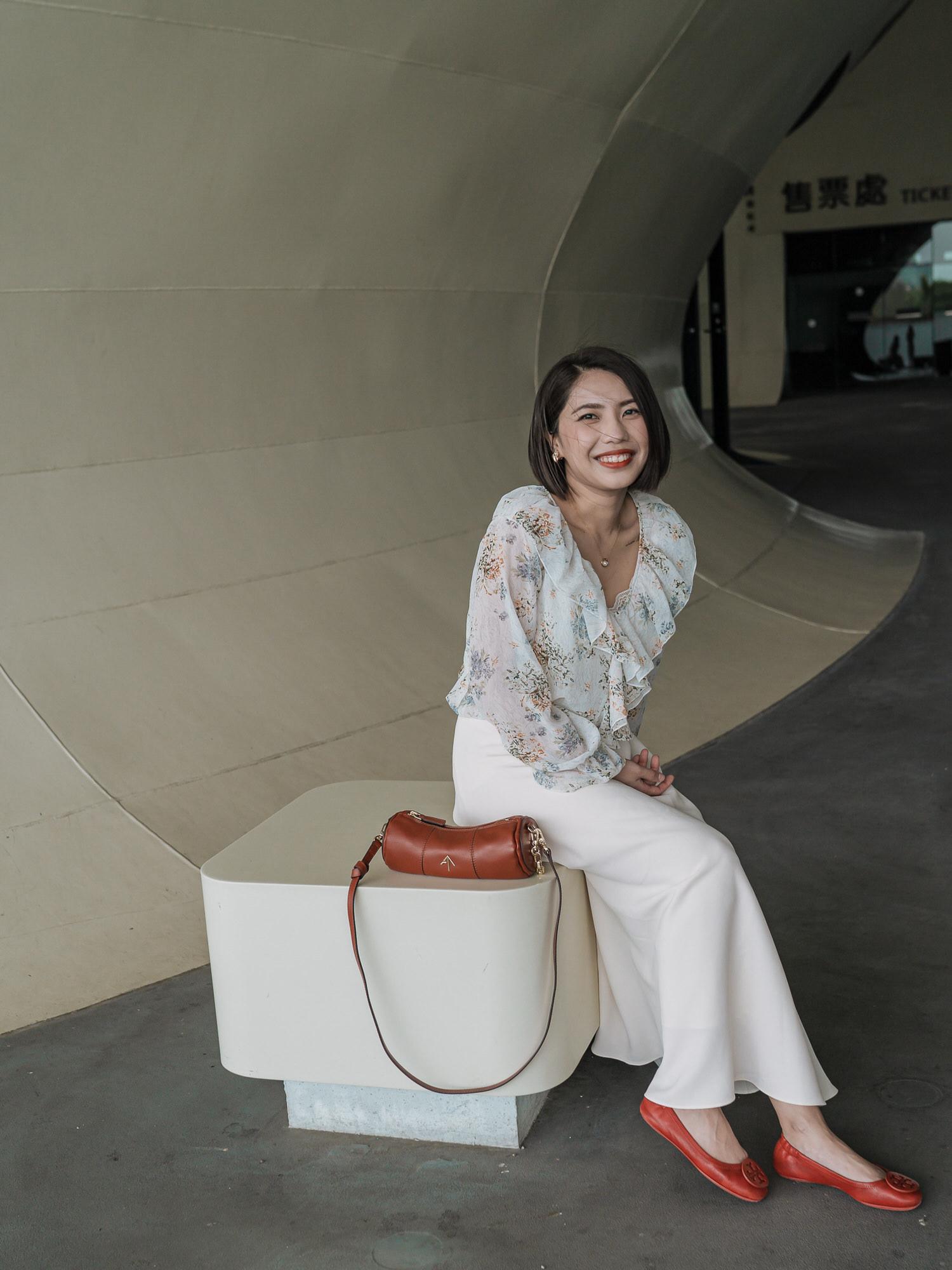 高雄旅行穿搭/Manu Atelier Cylinder Bag圓筒包 + Tory Burch Minnie Travel平底鞋,一個紅臘腸與紅龜粿的組合