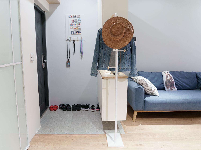 【居家改造】LIGFE 立格扉 超美星空衣帽架&北歐風磨砂鐵製推車,跟我家裝潢有夠搭!還拯救了我那混亂的化妝桌😂