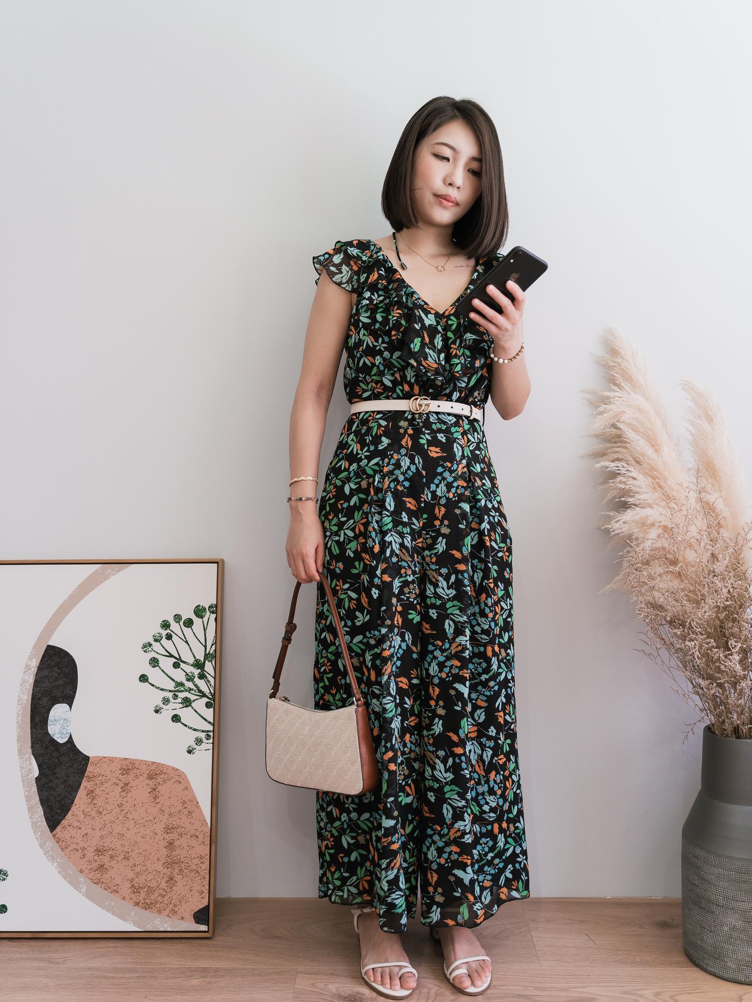 英國品牌WHISTLES推薦,一件很森林感的Forest floral-print crepe jumpsuit超級顯瘦連身褲!小個子也能駕馭,很適合參加婚禮的搭配唷!